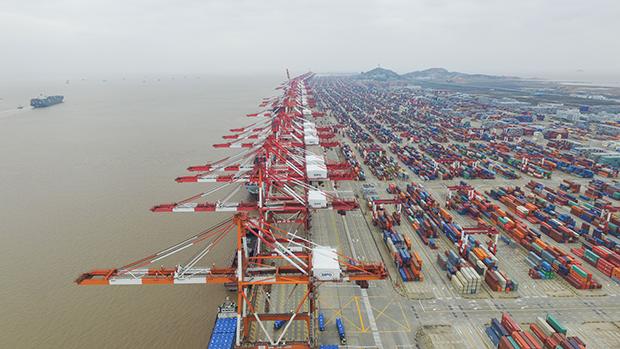 Контейнерный терминал в китайском порту Яншань