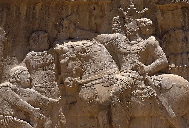 Барельеф, изображающий триумф Шапура I над римским императором Валерианом