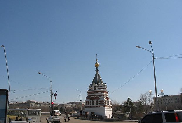 Построена в честь рождения последнего российского царевича Алексея в 1907 году, снесена в 1927. Торжественное освящение восстановленной часовни состоялось вдекабре 1994 года.