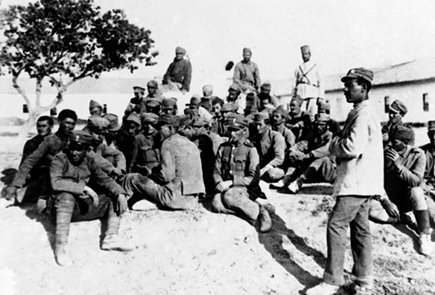 Пленные греческие солдаты в лагере кемалистов, 1922 год