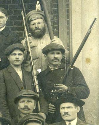 «Милиция», 1917 год. Видны винтовки «Веттерли-Витали»