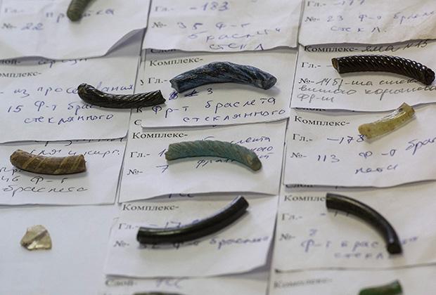 Археологические фрагменты, обнаруженные при раскопках