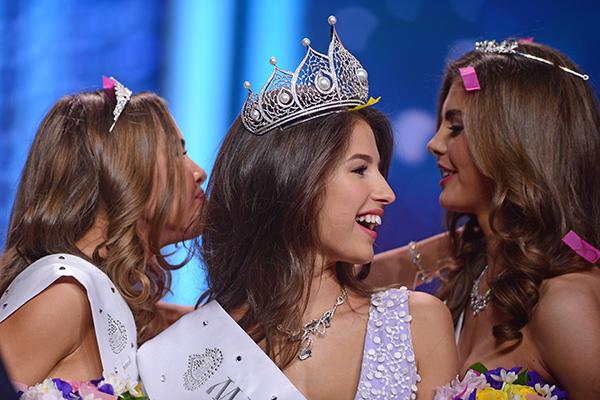 Слева направо: первая вице-мисс Юлиана Королькова, «Мисс Россия-2016» Яна Добровольская ивтораявице-миссЮлияХорошавина
