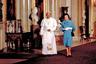 Встреча с Папой Римским Иоанном Павлом II, 1982 год, Лондон. Предстоятель Римско-католической церкви (в сане с 1978 по 2005 год) умер в 2005-м в возрасте 84 лет.