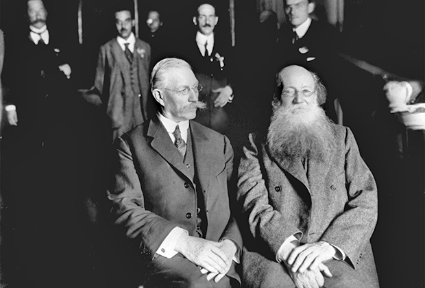 Участники Государственного совещания Павел Николаевич Милюков (слева) и Петр Алексеевич Кропоткин, август 1917 года