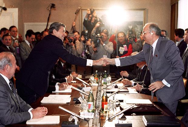 Переговоры генерального секретаря ЦК КПСС М.С.Горбачева и президента США Рональда Рейгана. Женева 1985 год