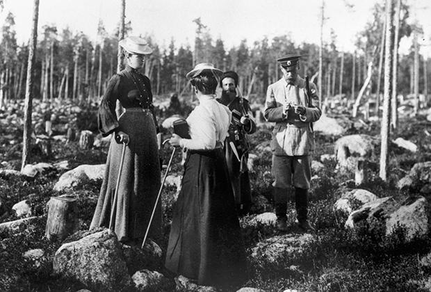 Российский император Николай II с семьей на охоте в Шхерах, 1912 год