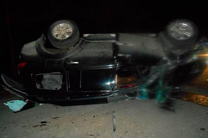 Один из поврежденных автомобилей