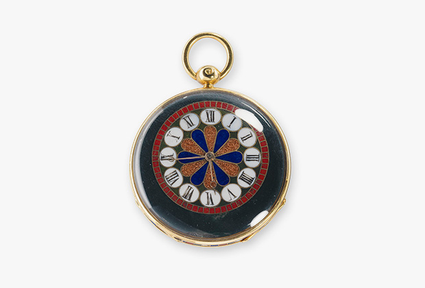 4821 — маленькие простые часы-медальон. Корпус, составленный из поделочных камней, оправа из золота, циферблат из поделочных камней, смещенные стрелки, спусковой механизм с рубиновым штифтом. Проданы 31 декабря 1842 года князю Демидову за 2500 франков.