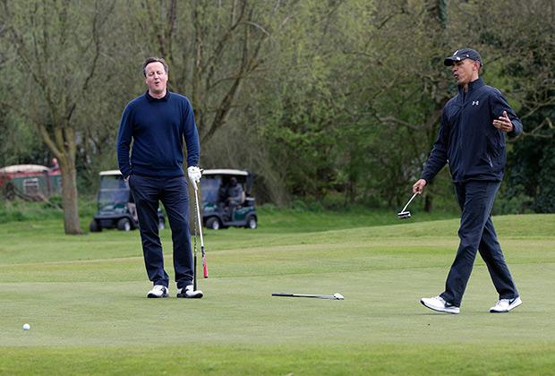 Барак Обама и британский премьер Дэвид Кэмерон в неформальной обстановке. 23 апреля 2016