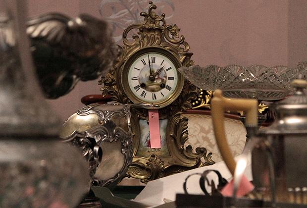 Часы, найденные вместе с другими предметами старины сотрудниками ФСО, во время передачи Ливадийскому дворцу. Все экспонаты были обнаружены при проведении инвентаризации в бывших госрезиденциях Украины в Крыму.