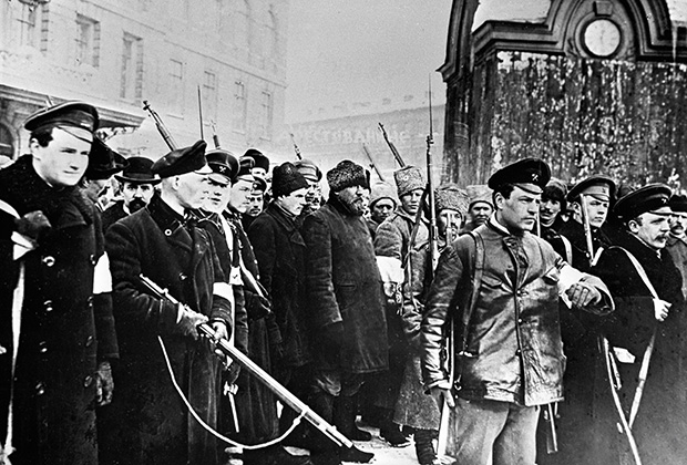 Февральская революция. Восставшие с винтовками