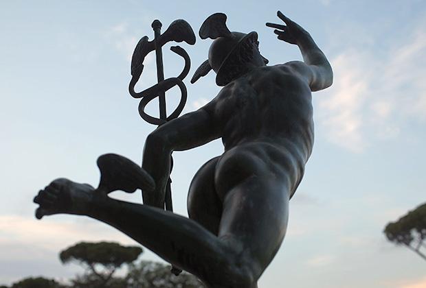 Статуя Меркурия, римского бога путешественников