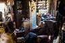 Клифф Вейоанна отдыхает в своем доме в Шишмареве. Изначально из-за эрозии прибрежной зоны город планировали закрыть, а жителей переселить, однако пока эти планы заморожены.