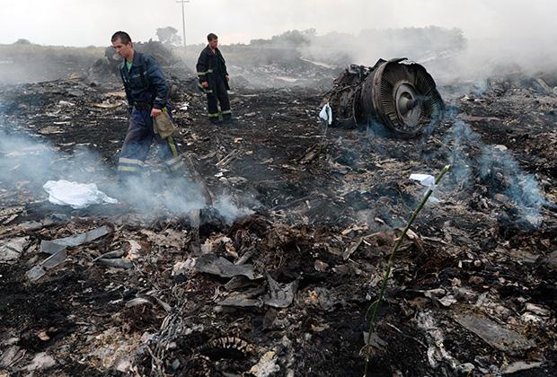 Спасатели на месте крушения малайзийского Boeing 777