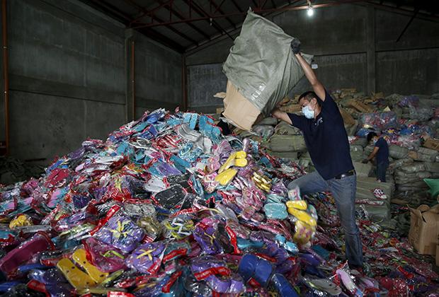 Партия контрафактной обуви стоимостью около 200 миллионов долларов была перехвачена полицией Филиппин в апреле 2016 года