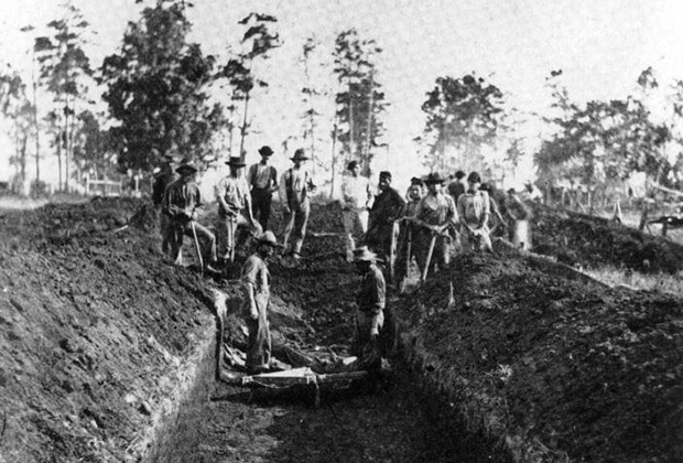 an analysis of the andersonville and elmira prisons during the american civil war