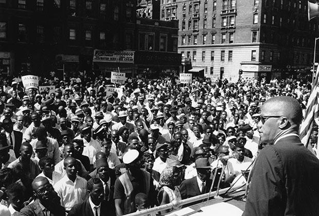 Малкольм Икс во время митинга в Гарлеме, Нью Йорк. Июнь 1963 года