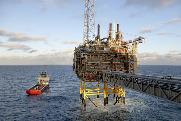 Oil and gas company Statoil gas processing and CO2 removal platform Sleipner T is pictured in the offshore near the Stavanger, Norway, February 11, 2016.  REUTERS/Nerijus Adomaitis/File Photo         GLOBAL BUSINESS WEEK AHEAD PACKAGE - SEARCH 'BUSINESS WEEK AHEAD APRIL 25'  FOR ALL IMAGES - RTX2BGRH