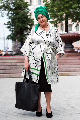 «Я с детства люблю шить и вязать. Мне нравится привносить в классику какую-нибудь изюминку, яркую деталь, в данном случае это чалма».