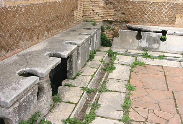 Общественный туалет Древнего Рима