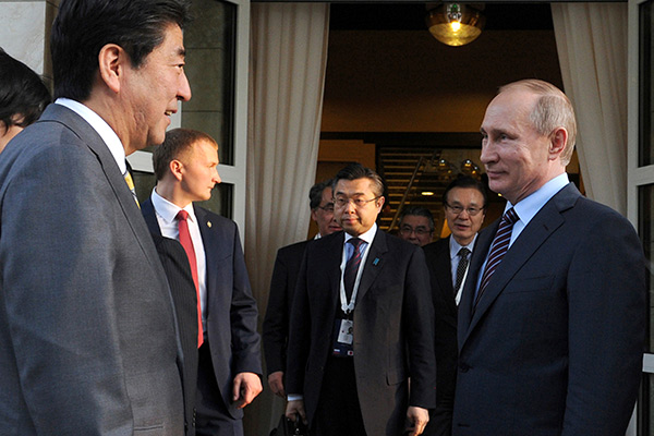 Russian President Vladimir Putin (R) meets with Japanese Prime Minister Shinzo Abe at the Bocharov Ruchei state residence in Sochi, Russia, May 6, 2016. Michael Klimentyev/Sputnik/Kremlin via Reuters ATTENTION EDITORS - THIS IMAGE WAS PROVIDED BY A THIRD PARTY. EDITORIAL USE ONLY.? - RTX2D6G8