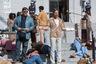 Главное выступление сезона в жанре комедии о дружбе на сыскной службе — тем более выразительное, что обычно играющие мачо Рассел Кроу и Райан Гослинг здесь изображают парочку самых неуклюжих детективов Лос-Анджелеса 1970-х. «Славные парни» — фильм автора «Смертельного оружия» и «Последнего бойскаута» Шэйна Блэка, а значит и изобретательный сюжет, и сочный фон (золотой век калифорнийской порноиндустрии) полны остроумных киноманских цитат и ностальгического драйва.