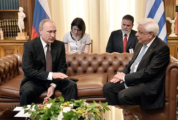 Время сейчас непростое, и очень важно «сверить часы» по многим вопросам, предложил Путин своему греческому коллеге Прокопису Павлопулосу