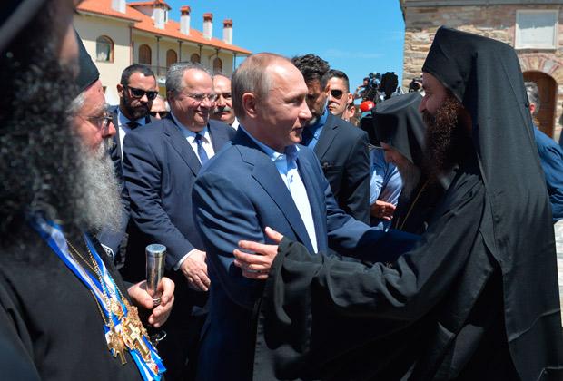 Владимир Путин во время посещения Афонской монашеской республики, во второй день визита в Грецию