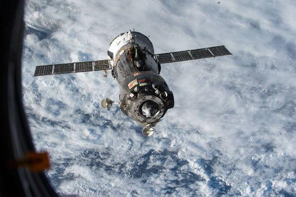 Пилотируемый корабль «Союз TMA-15M» после отстыковки от МКС