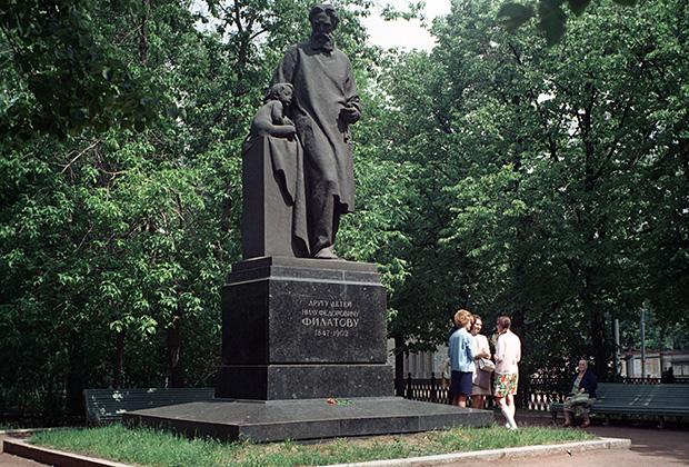 Памятник Нилу Филатову