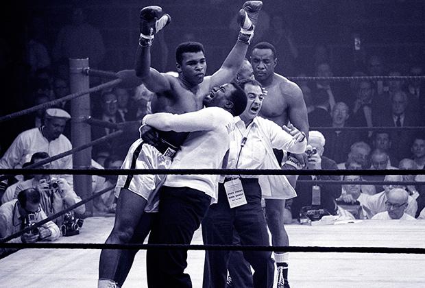 Первый чемпионский титул Али завоевал 25 февраля 1964 года, победив соотечественника Сонни Листона