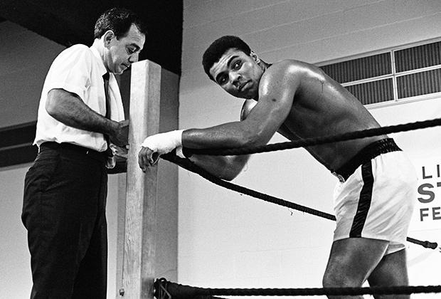 Американский боксер Мохаммед Али умер в пятницу, 3 июня, в возрасте 74 лет