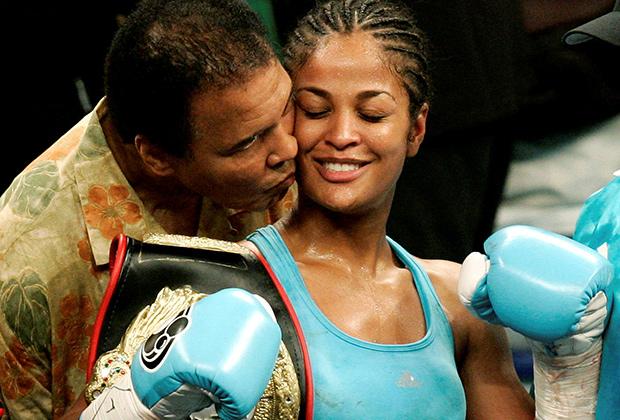 Мохаммед Али вместе с дочерью Лейлой, также чемпионкой мира по боксу