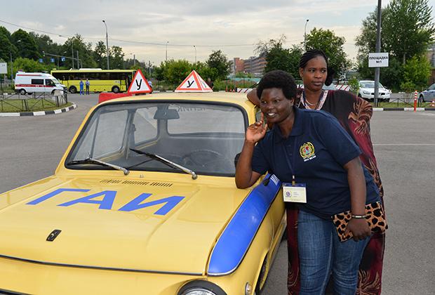В Кении девушек-полицейских еще совсем немного. И к полевой работе их особо не допускают