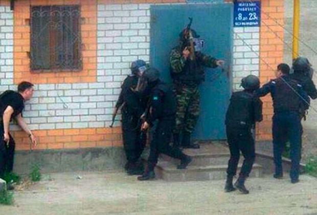 Власти Казахстана объявили в Актюбинске режим антитеррористической операции