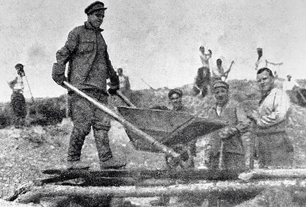 Старатели на колымском золотом прииске, Магадан, 1931 год