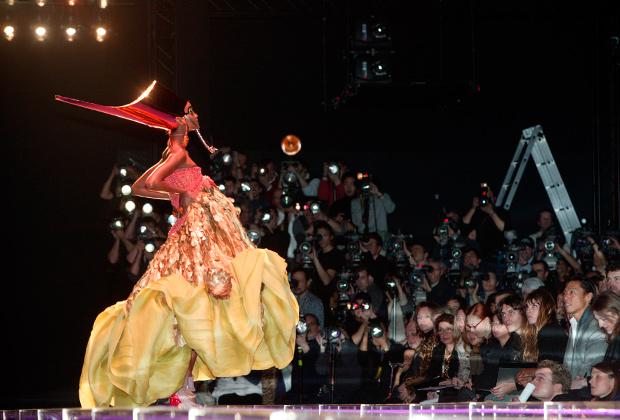 «Египетская» коллекция Christian Dior (весна-лето 2004)
