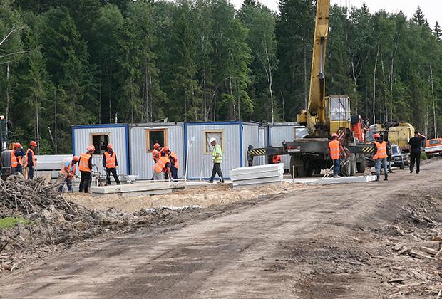 А вот тут строится платный дублер Малой бетонки  — центральная кольцевая автодорога (ЦКАД)
