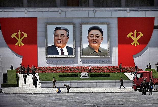 Портреты Ким Ир Сена и его наследника Ким Чен Ира