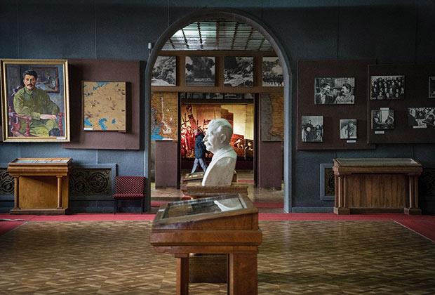 В грузинских учебниках очень бережно подходят к такой фигуре, как Иосиф Сталин, — музей «отца народов» в Гори