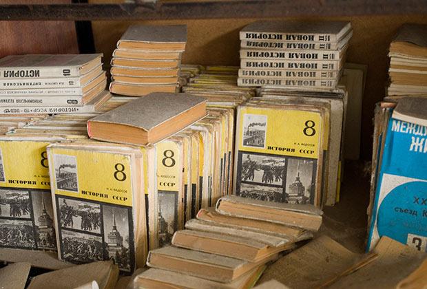 Авторы учебников в республиках бывшего СССР творчески развили тезис советской еще традиции о царском правительстве — «держиморде»