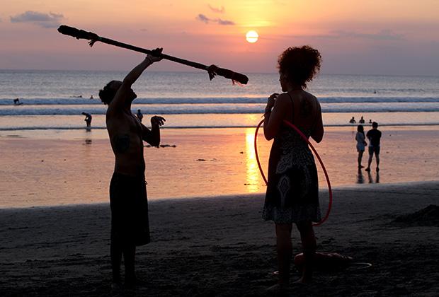 На Бали ежегодно смывает в океан десятки человек