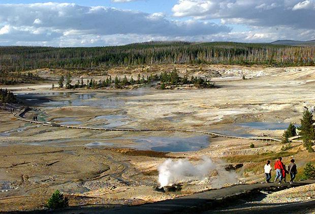 Известны два случая, когда туристы решили поплавать в гейзерах Йеллоустоуна