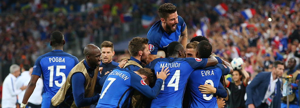 the France squad celebrate with Antoine Griezmann after he scored his sides first goal during the UEFA EURO 2016 Group A match between France and Albania at Stade Velodrome on June 15, 2016 in Marseille, France. (Photo by Lars Baron/Getty Images)