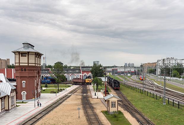 Вид на депо «Подмосковная» с пешеходного моста