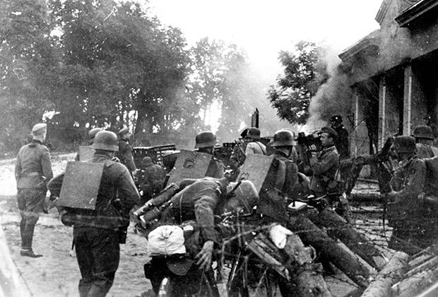 Солдаты вермахта переходят границу СССР, 22 июня  1941 года