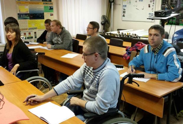 Чтобы получить лицензию, автошкола должна создать условия для обучения людей с ограниченными возможностями