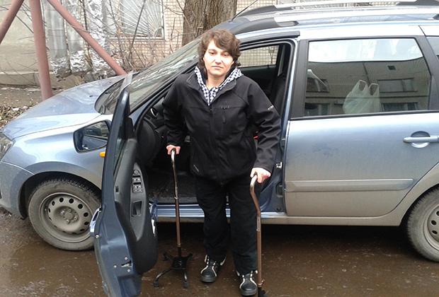 Инвалиды с заболеваниями опорно-двигательного аппарата имеют право получить водительское удостоверение категории «В» и водить машину с ручным управлением