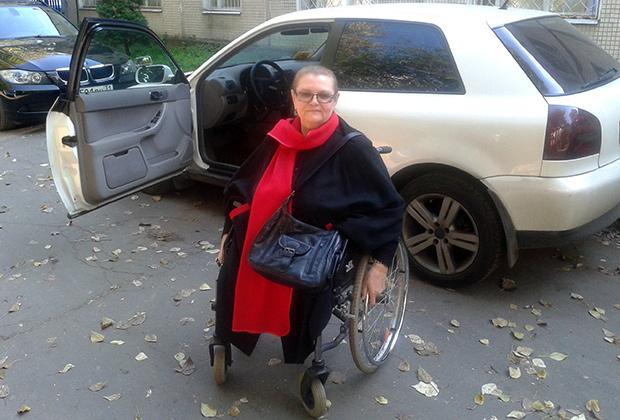 Татьяна Алексеевна никогда в жизни не водила машину, а в 70 с лишним лет научилась и теперь ездит постоянно